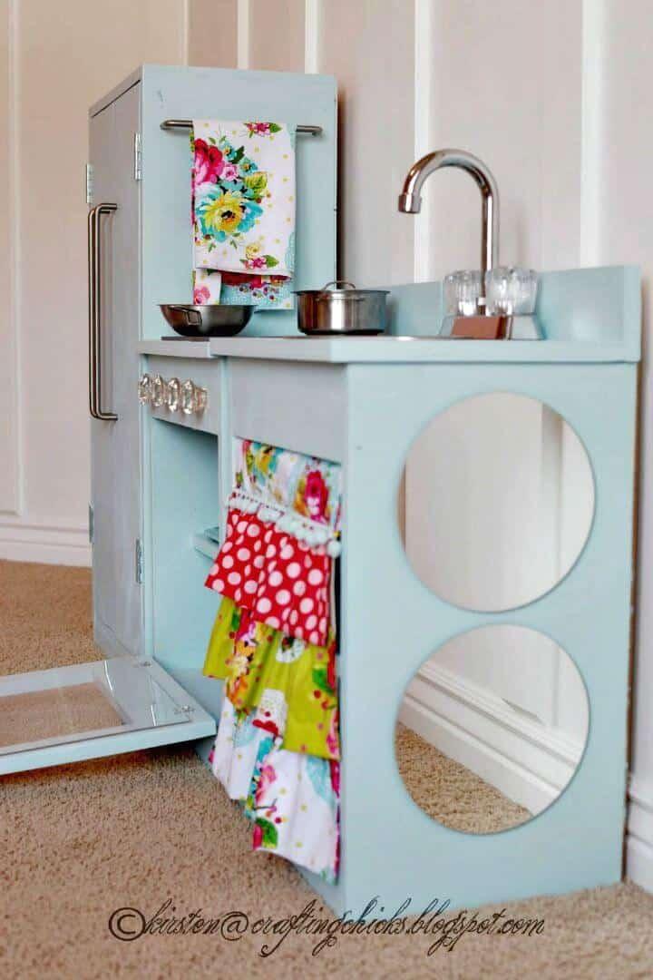 Adorable cocina de juego azul DIY