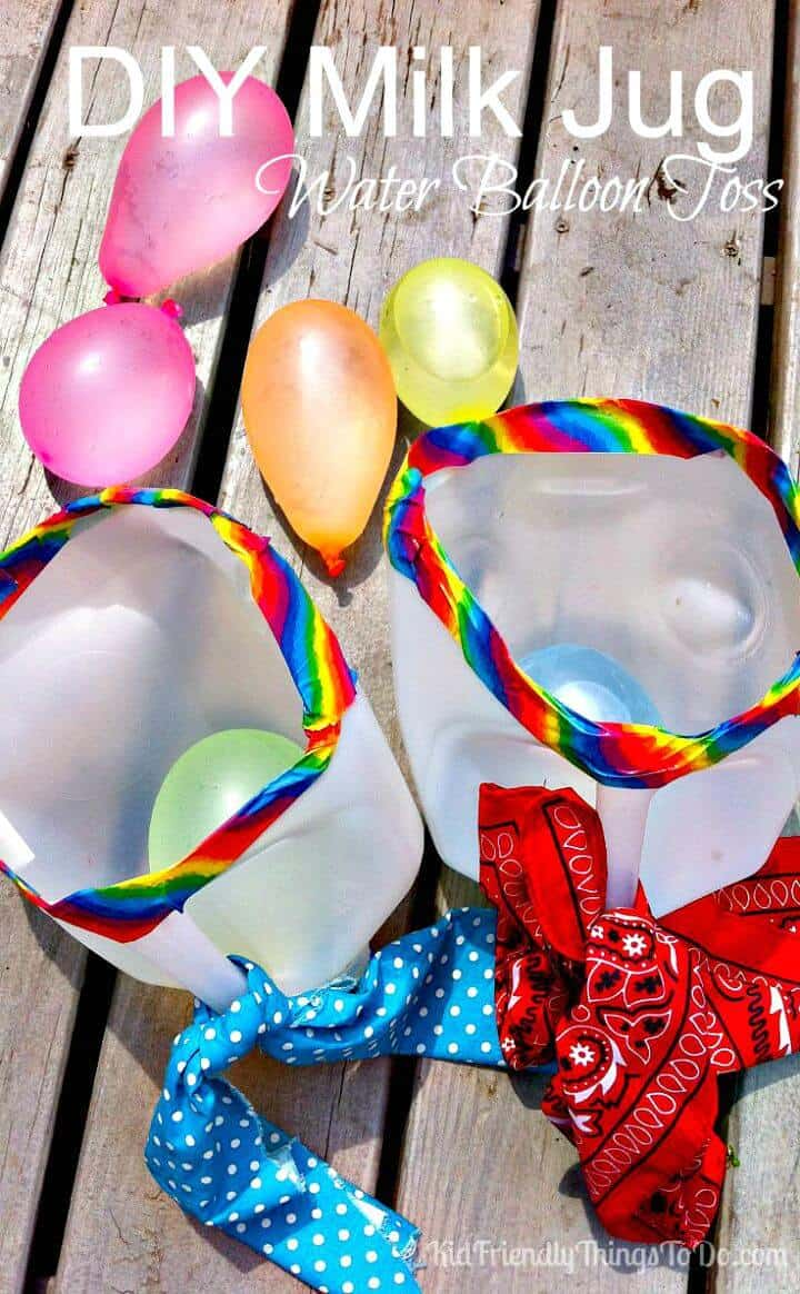 Cómo hacer un lanzamiento de globos de agua con jarra de leche - DIY