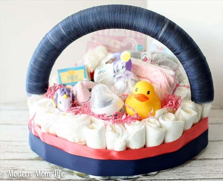 canasta de pastel de pañal de niña