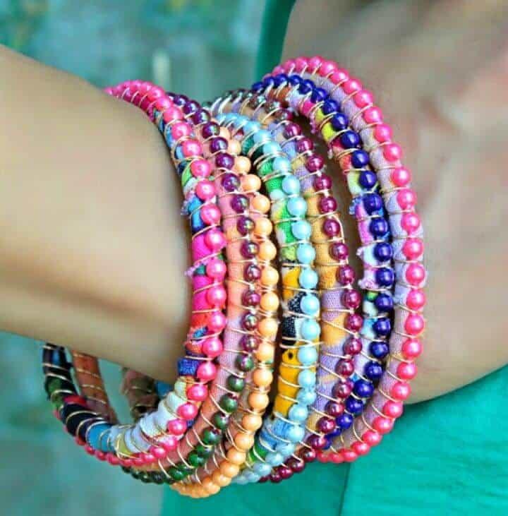 Hermosas pulseras de bricolaje nuevas de Boho hechas de coloridas cuentas ensartadas