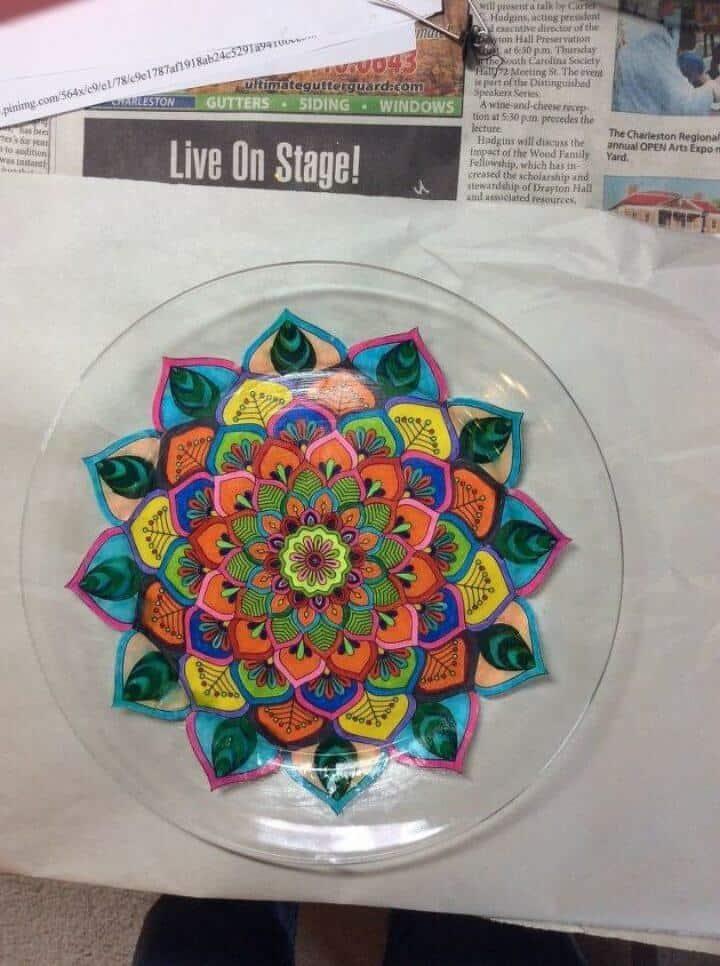 Hermoso plato de bricolaje con páginas para colorear para adultos