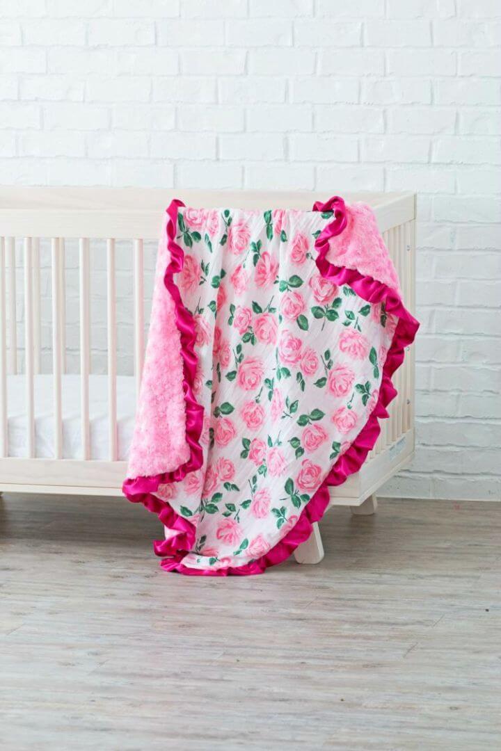 Hermosa manta de bebé con volantes de bricolaje