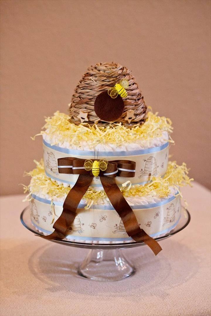 hermoso pastel de pañales con temática de abejas