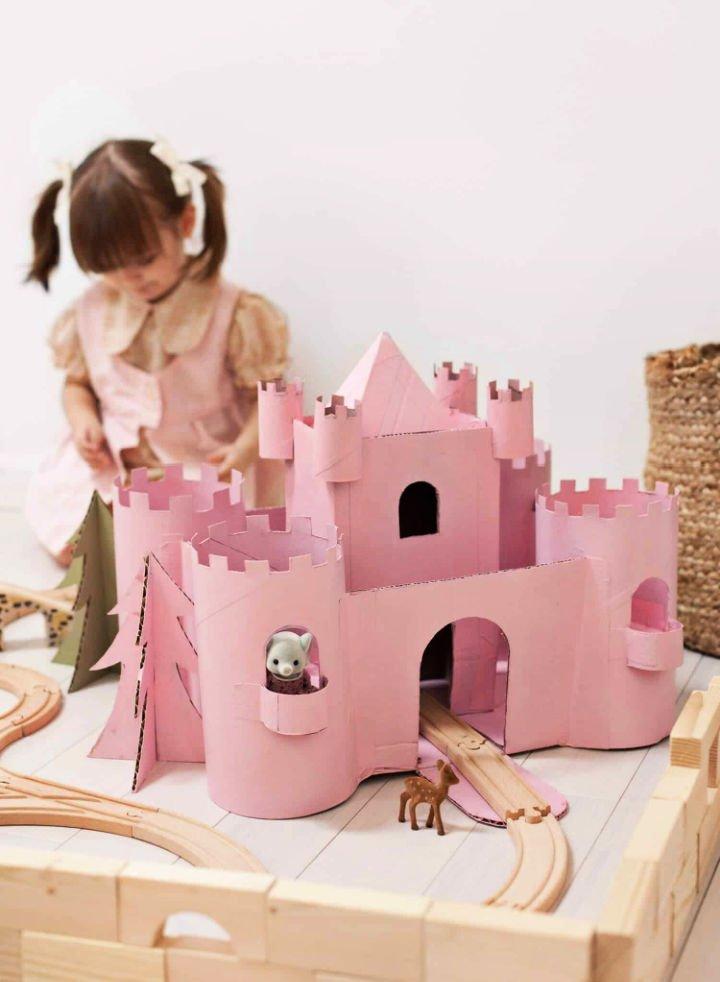 Construye un castillo de juguete con cartón reciclado