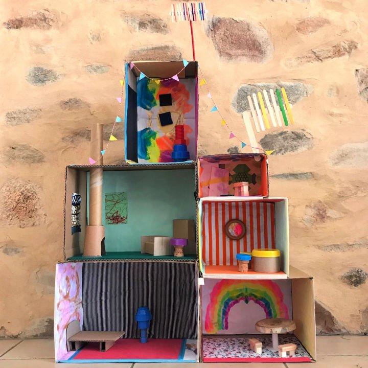 Casa de muñecas de caja de cartón