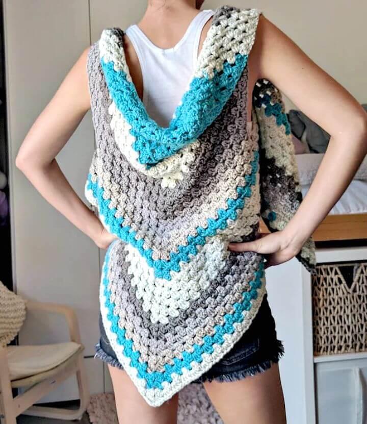 Bufanda triangular gratuita Crochet Caron Cake ¡El chaleco versátil!