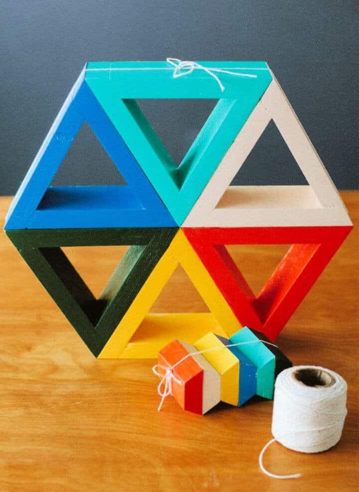 Estantes triangulares coloridos de bricolaje