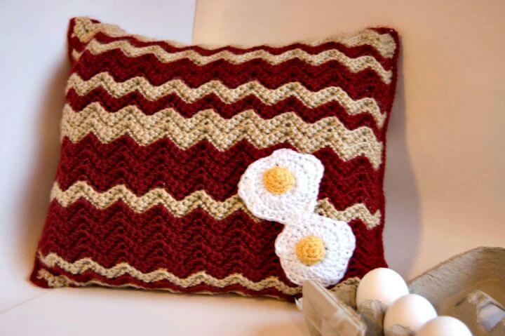 Cómo liberar el patrón de almohada de huevos y tocino de ganchillo