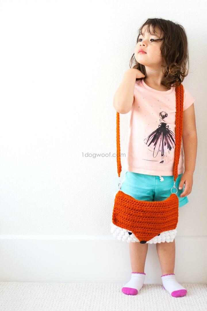 Crochet an orange color cute fox monedero
