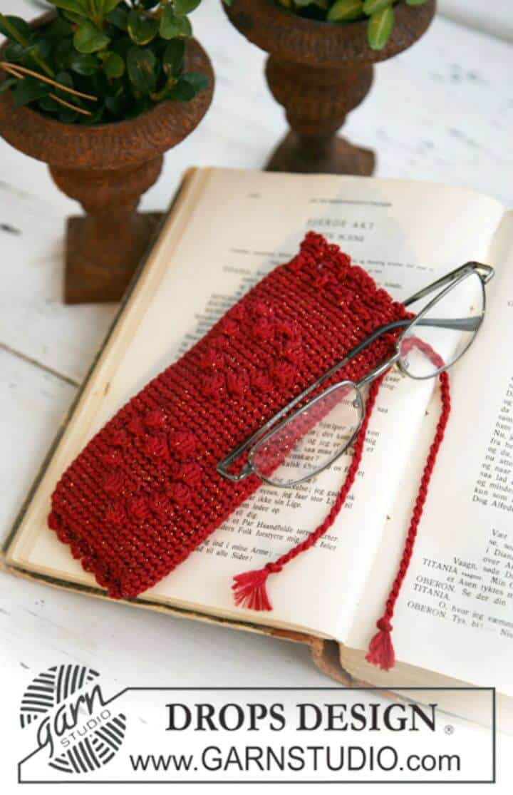 """Free Crochet Spectacle Case For Christmas In """"Cotton Viscose"""" And """"Glitter"""" Pattern"""