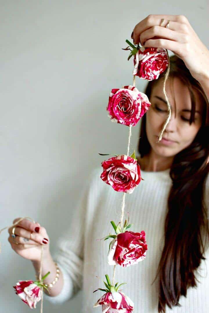 Cómo hacer una guirnalda de rosas: manualidades de decoración del hogar de bricolaje