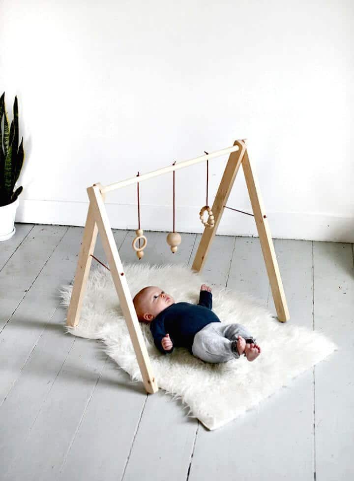 Cómo hacer un gimnasio de madera para bebés