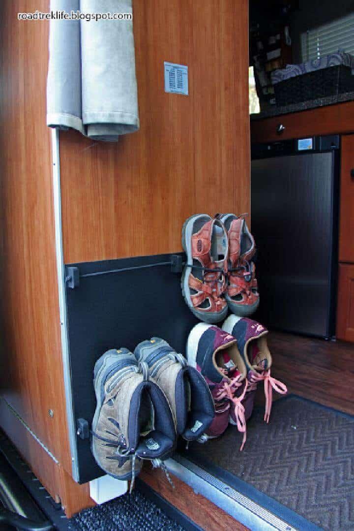 Estante de zapatos para colgar en la pared con cordón elástico de bricolaje
