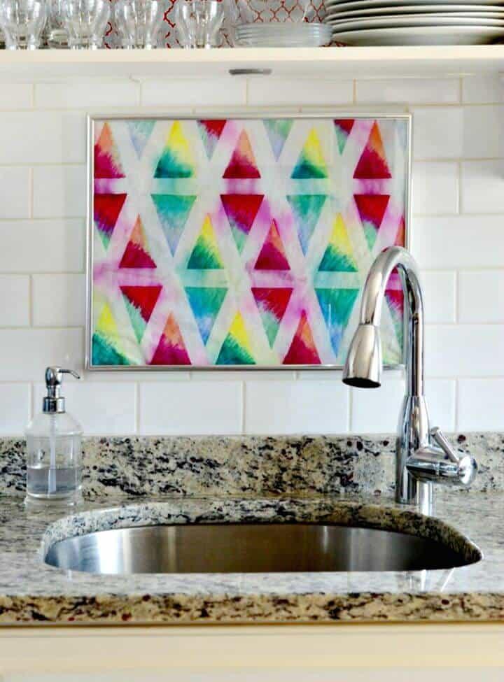 Tejidos geométricos coloridos de bricolaje con Sharpies y alcohol isopropílico