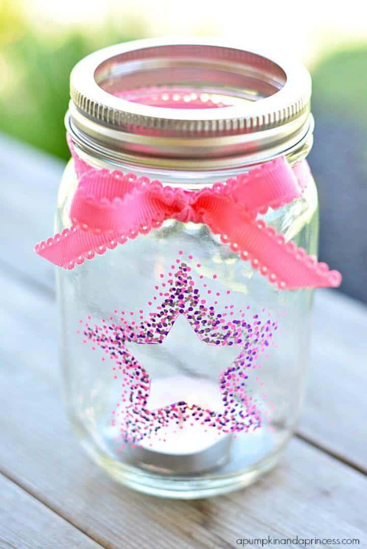Farolillos DIY Confetti Star Mason Jar hechos con pintura Sharpie