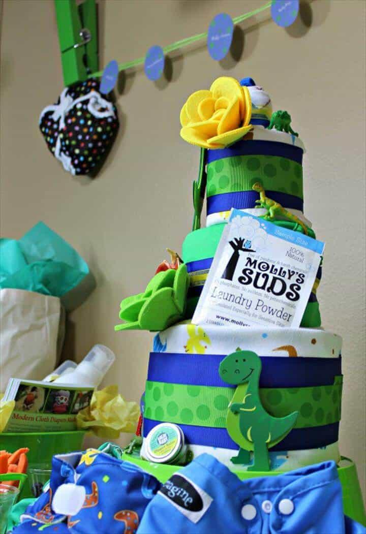 increíble pastel de pañales con temática de dinosaurios
