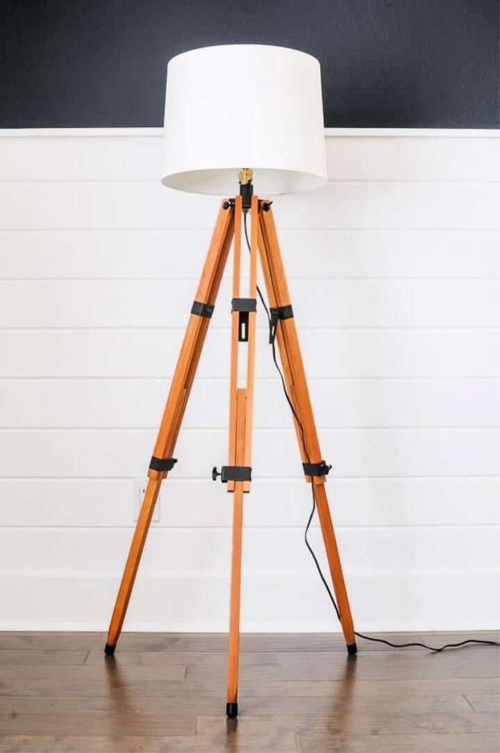 Lámpara de pie de bricolaje con trípode