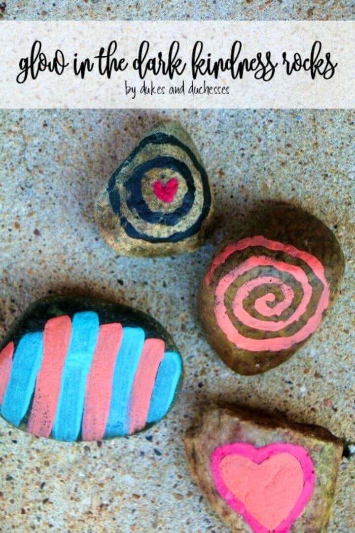 Brillo de bricolaje en las rocas de la amabilidad oscura, proyectos de roca pintada, decoraciones de luz de roca pintada