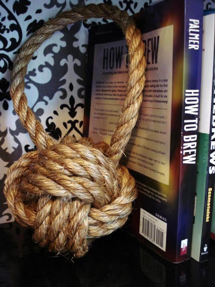 Sujetalibros de nudo de cuerda hecho a mano de bricolaje
