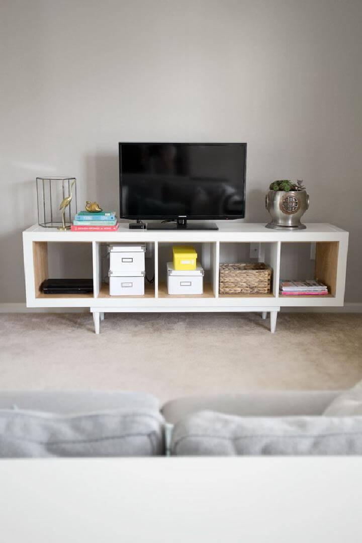 Estantería IKEA de bricolaje extra brillante en soporte de TV