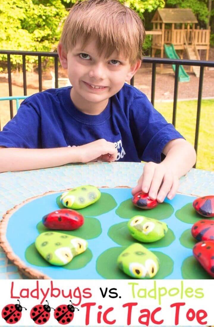 DIY mariquitas vs.  Tadpoles Outdoor Tic Tac Toe Game, insectos de roca pintada, mariquitas de roca pintada y renacuajos