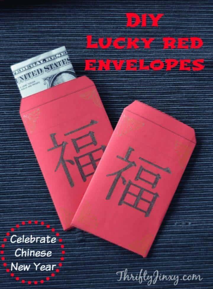 Sobres rojos de la suerte de bricolaje que celebran el año nuevo chino