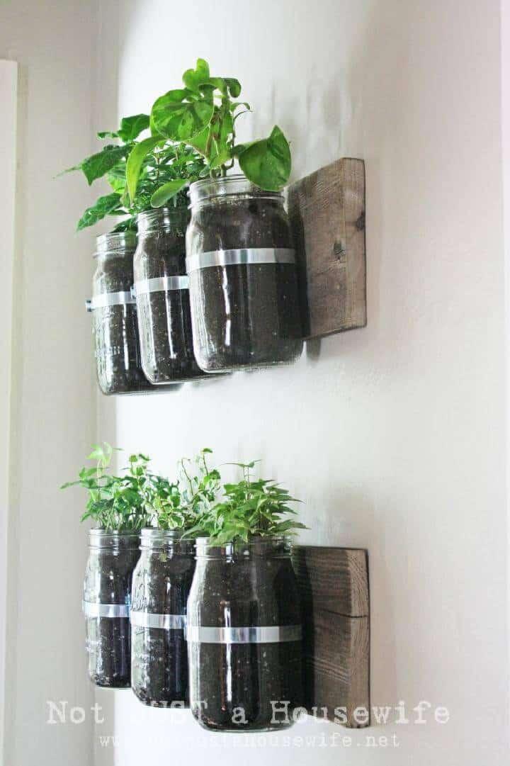 Jardineras para colgar en la pared con tarro de masón de bricolaje