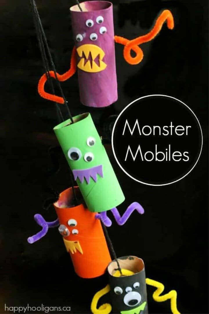 DIY Monster Mobile de Rollos de papel higiénico