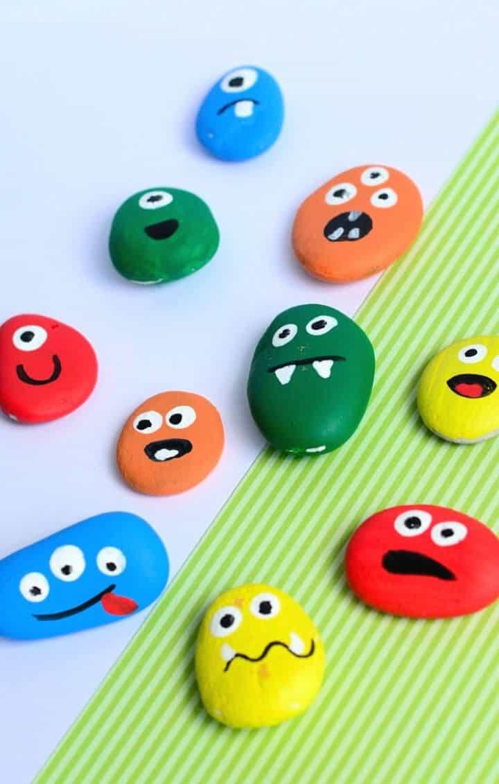Rocas de monstruos pintadas con bricolaje: manualidades para niños