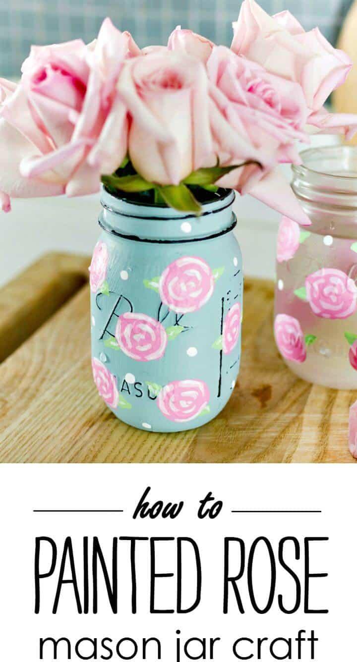 Frascos de albañil con rosas pintadas con bricolaje