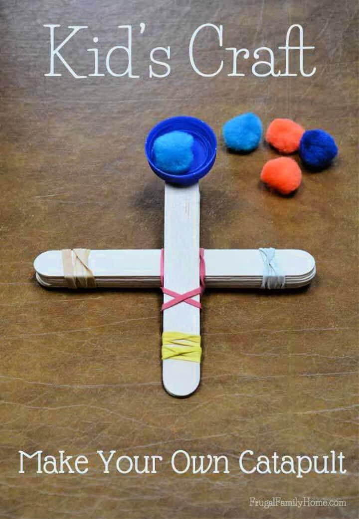 Manualidades para niños con catapulta de palitos de paleta
