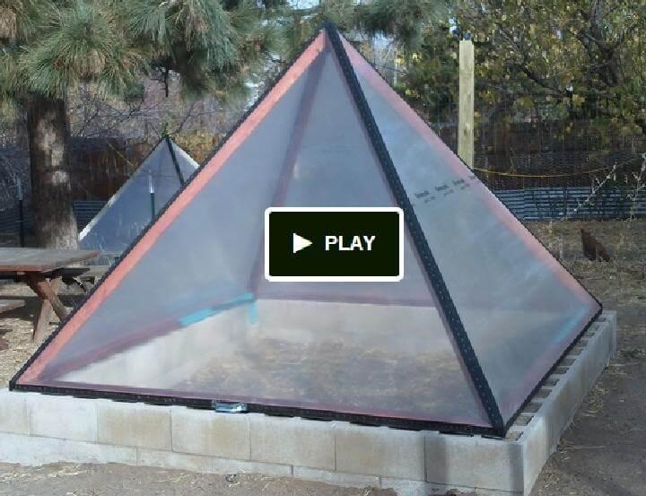 Invernadero bien aislado en forma de pirámide de bricolaje