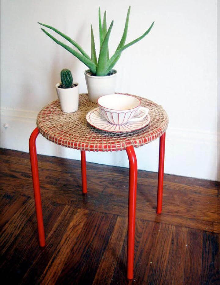 Mesa de yute IKEA tejida con cuerda de bricolaje