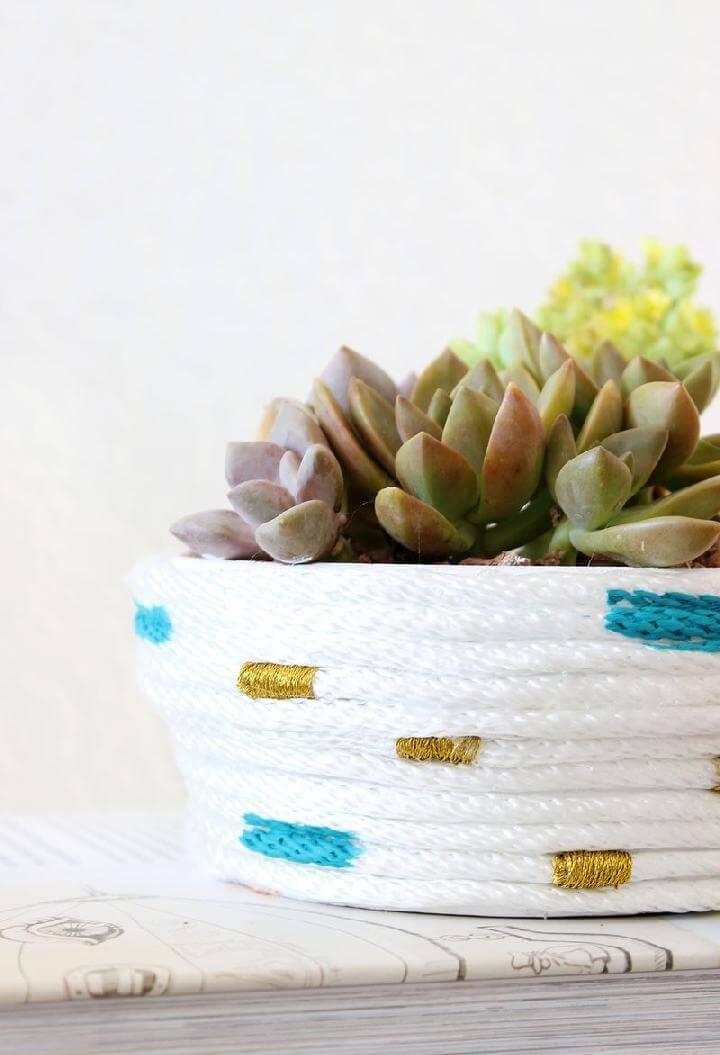 Jardinera suculenta envuelta en cuerda de bricolaje