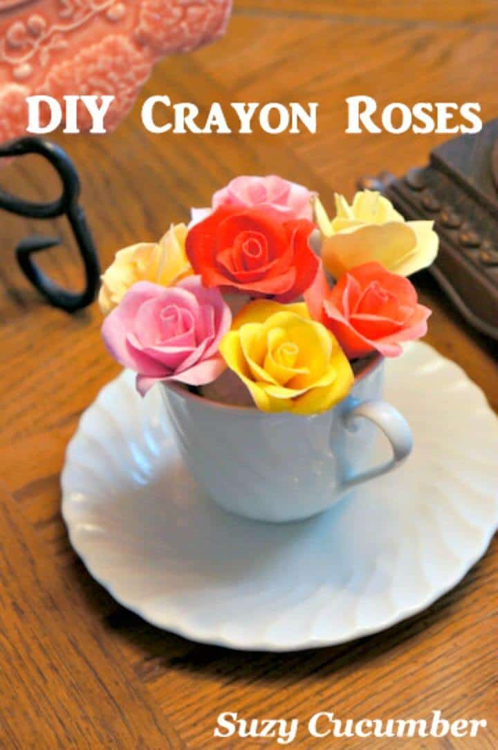 Jardín de rosas de bricolaje con tela, crayones y pegamento