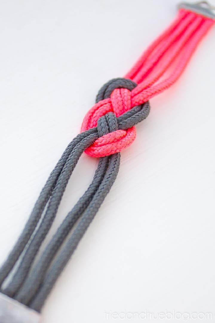 Pulsera de cuerda elástica con nudo marinero de bricolaje