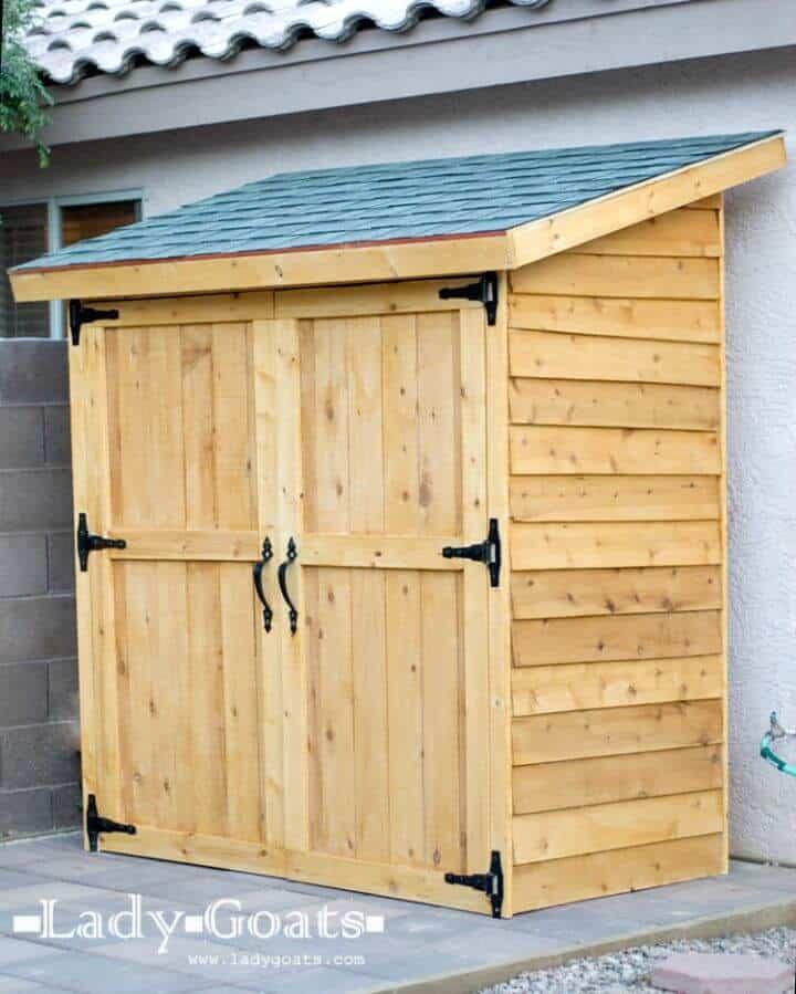Tutorial completo para hacer un pequeño cobertizo de almacenamiento de piquetes de valla de cedro
