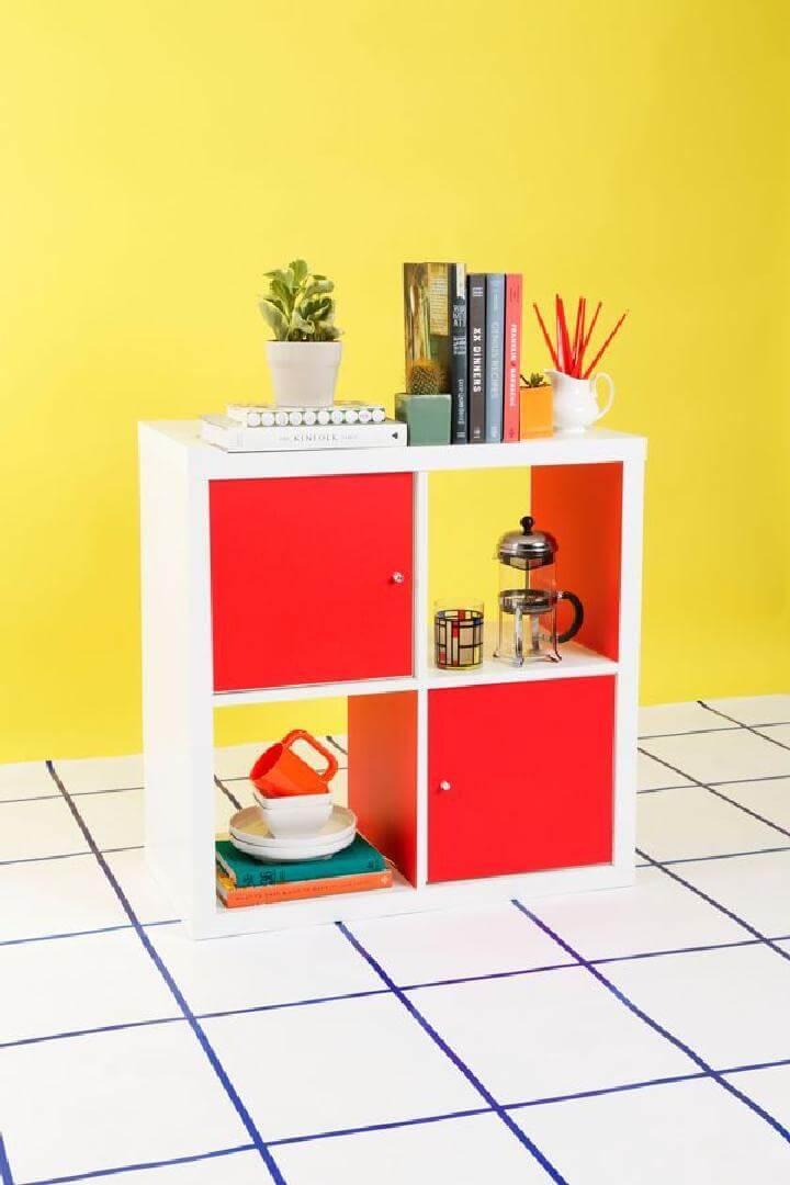 DIY Smart IKEA Kallax Hack con estallidos de colores y puertas