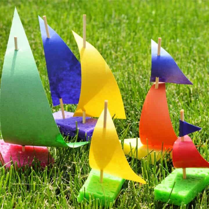 Artesanía de campamento de velero de esponja de bricolaje para niños