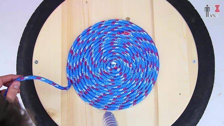 enrollar la madera alrededor del centro en forma de espiral paso 2