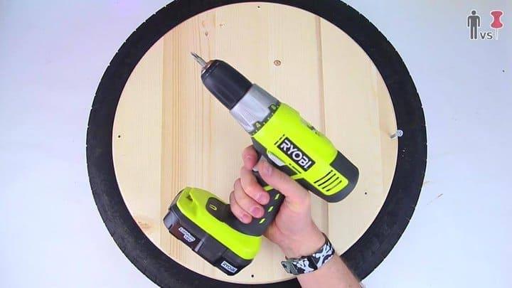 Taladrar agujeros en la madera para cansar