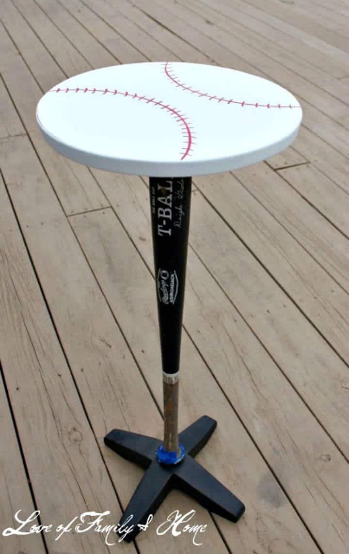 Mesita de noche con bate de béisbol vintage DIY