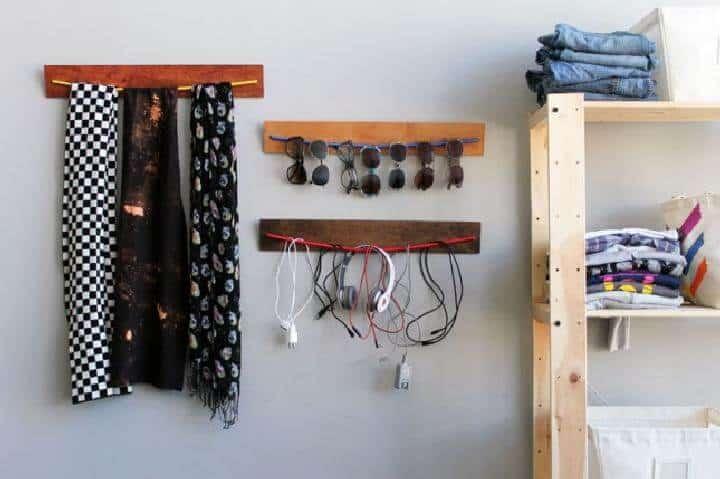 Organizadores de pared con tablones de madera y cuerdas elásticas para bricolaje