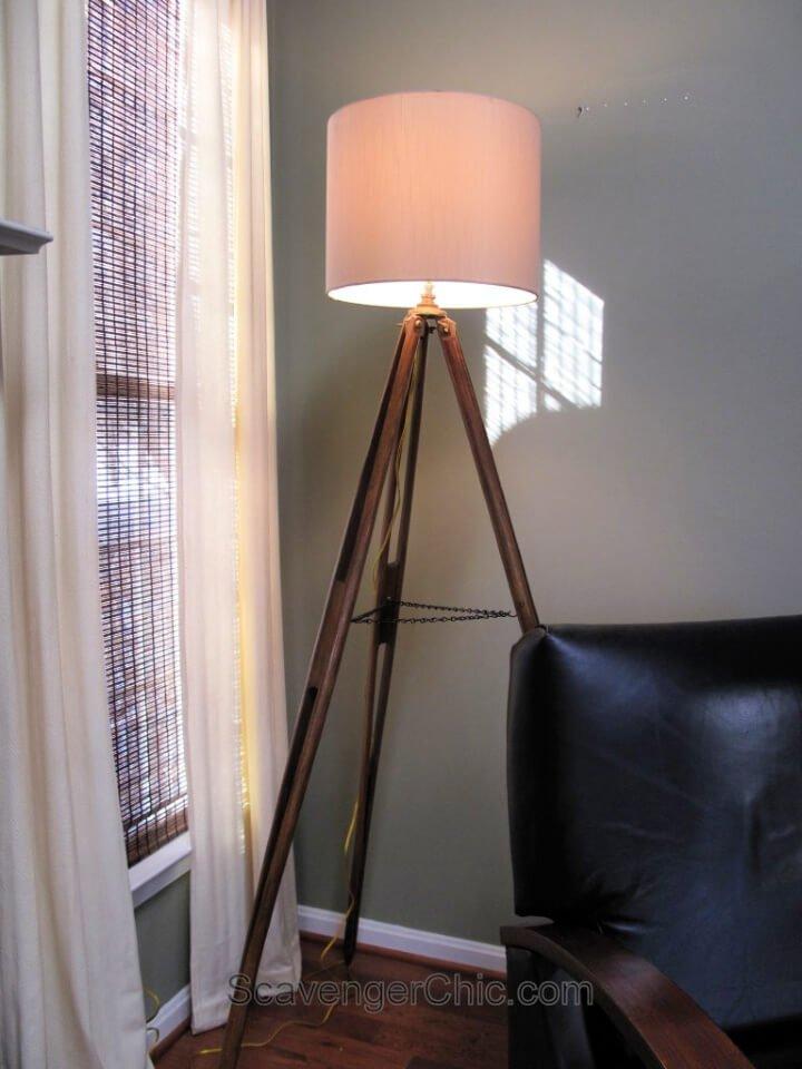 Lámpara de pie trípode de bricolaje de madera para topógrafo