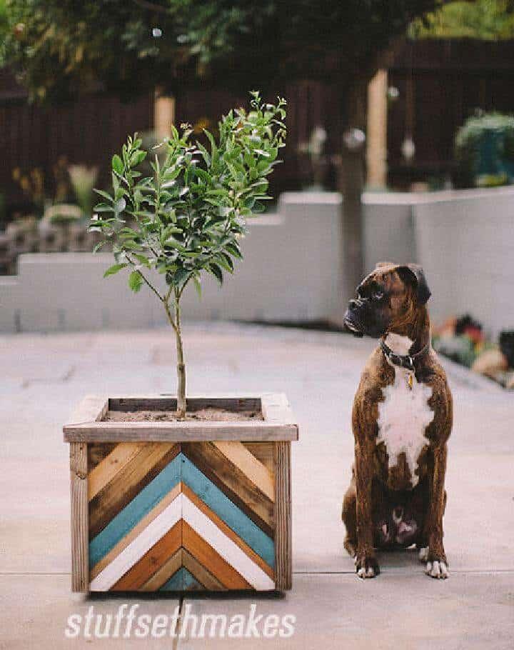 Jardinera hecha a mano de Chevron de madera de bricolaje