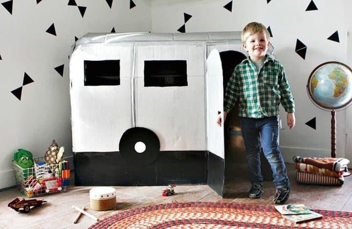 Casa de juegos DIY de cartón para niños