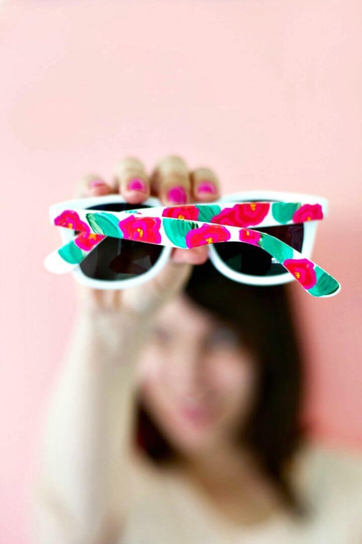 Gafas de sol pintadas con flores de bricolaje fáciles