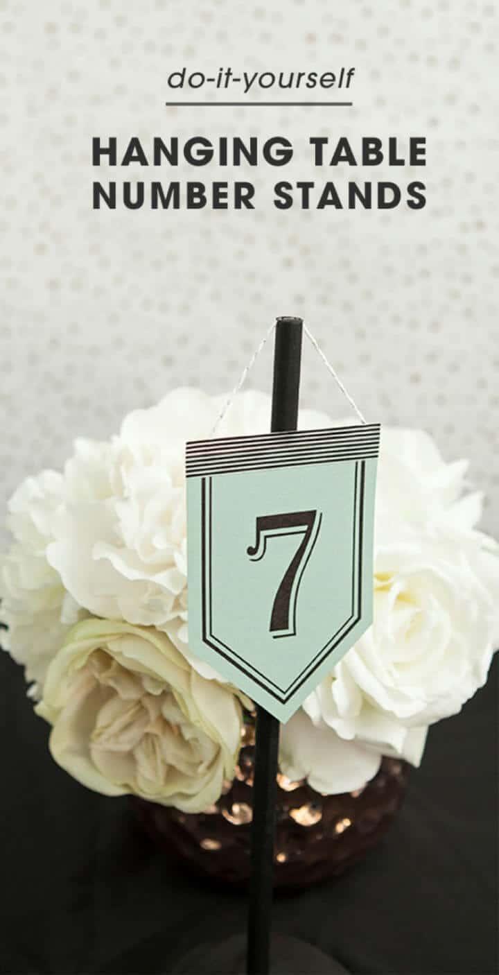 Soportes de números de mesa colgantes fáciles de bricolaje