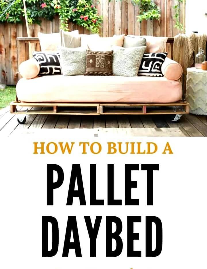 Sofá cama de paletas de bricolaje fácil para horas de relajación: ideas de muebles de jardín