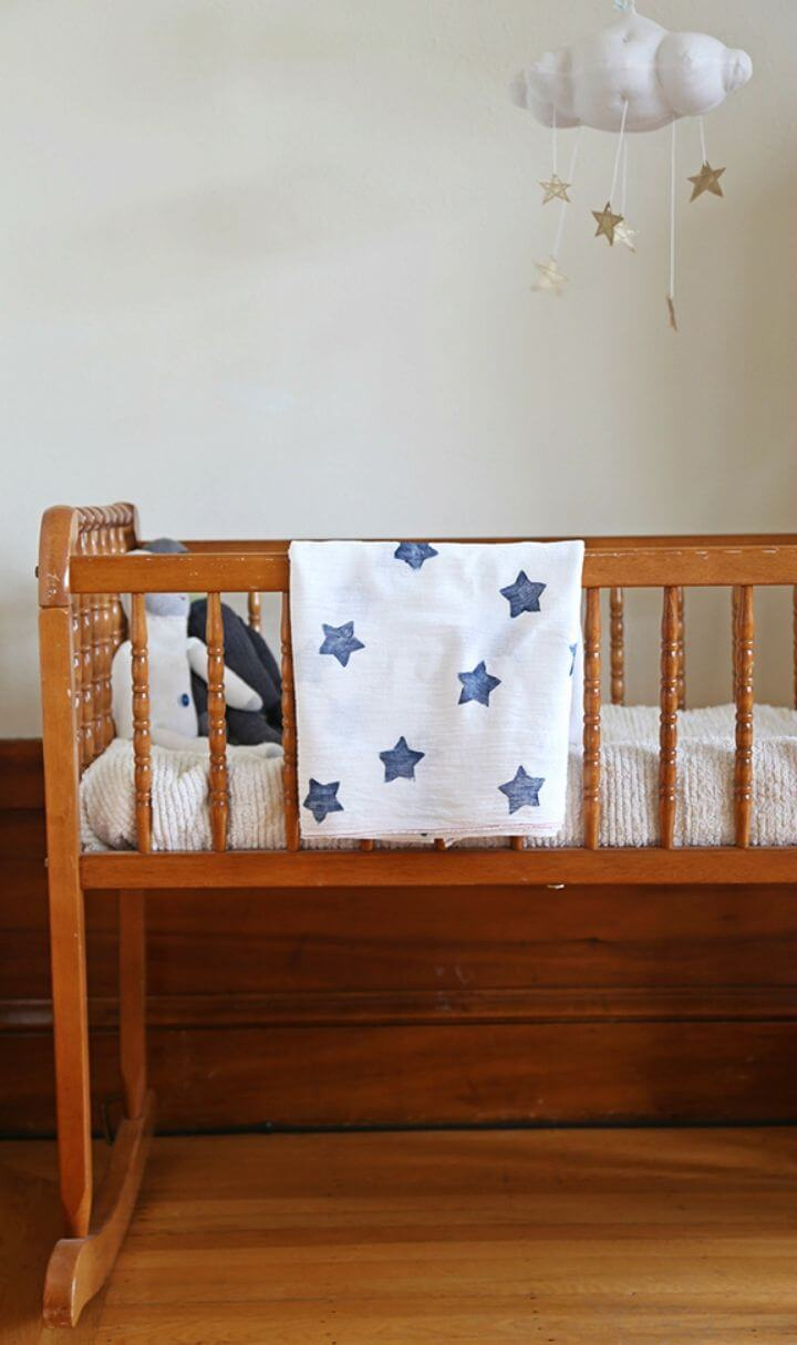 Fácil manta envolvente de muselina con estampado de estrellas para bricolaje